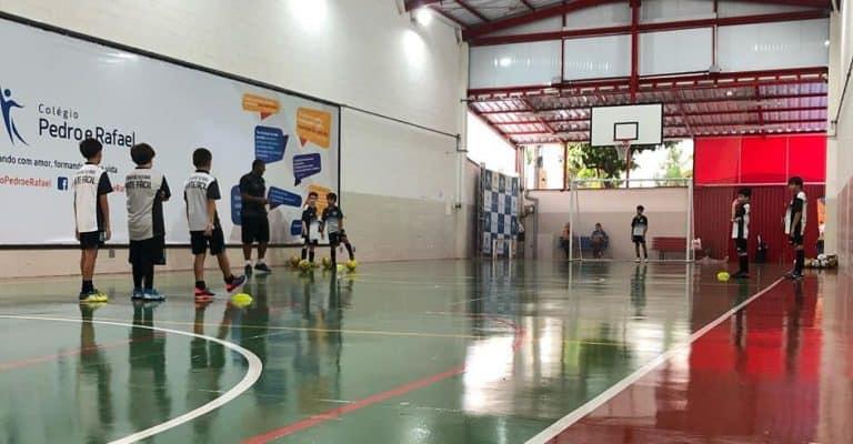 Escola de Futebol Bate Fácil - Colégio Pedro e Rafael